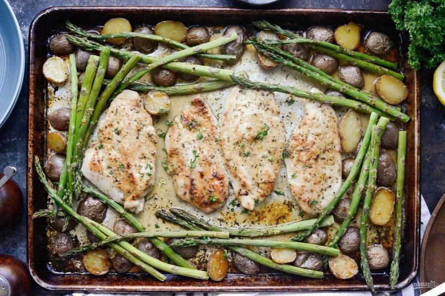 5. Дайте блюду немного настояться, чтобы глазурь стала более густая. Затем добавьте зелень сверху. Приятного аппетита!