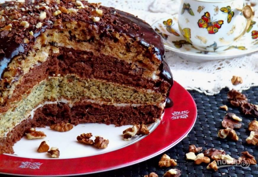 Верхушку торта можно украсить орехами. Приятного аппетита!