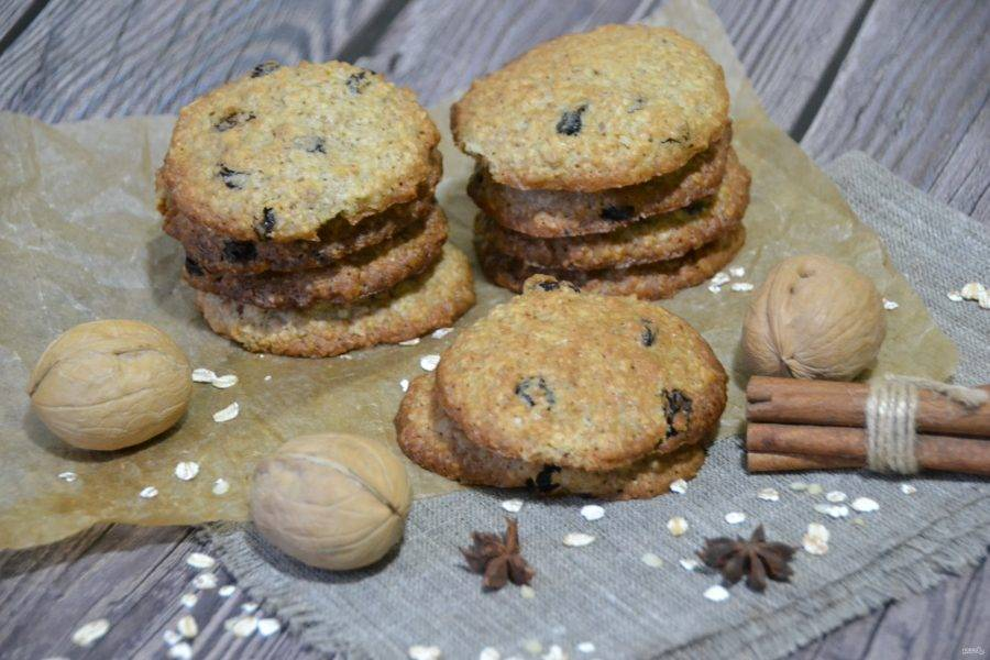 Печенье получается рассыпчатое и очень вкусное. Такая выпечка может заменить целый завтрак по своей энергетической ценности.