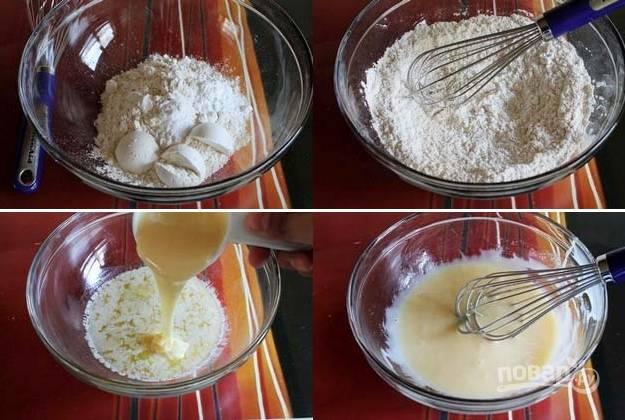 1. В глубокой мисочке смешайте пшеничную и кукурузную муку, соду, соль и разрыхлитель. Отдельно соедините растопленное сливочное масло и сгущенку.