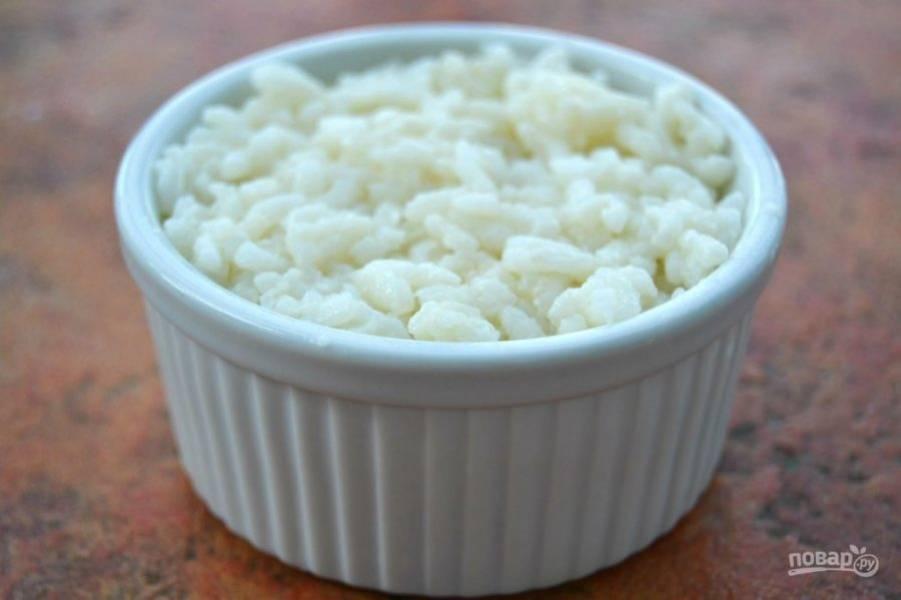 7.Положите сверху оставшуюся часть риса на порцию (рис будет сверху и снизу).