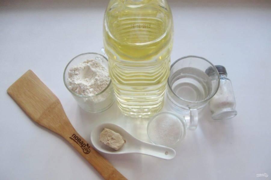 Возьмите все ингредиенты для приготовления постных плюшек.