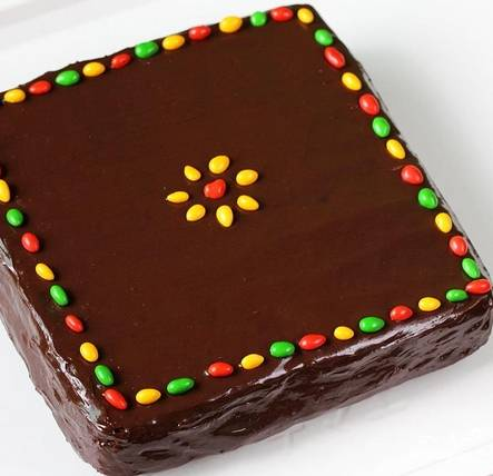 11. Вот и весь секрет, как сделать шоколадно-банановый торт. Перед подачей его дополнительно можно украсить. Приятного аппетита!