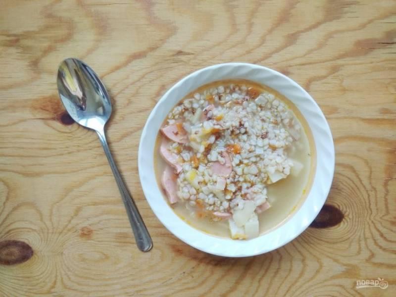 10. Доведите суп до кипения, а потом варите на небольшом огне в течение 30 минут. За 10 минут до готовности посолите блюдо. Приятного аппетита!