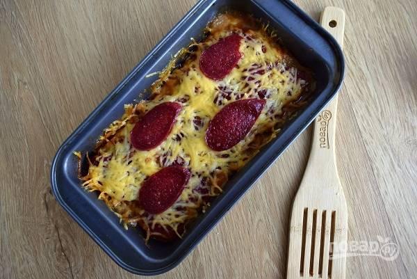 Запекайте в разогретой до 200°C духовке в течение 40 минут до мягкости картофеля.
