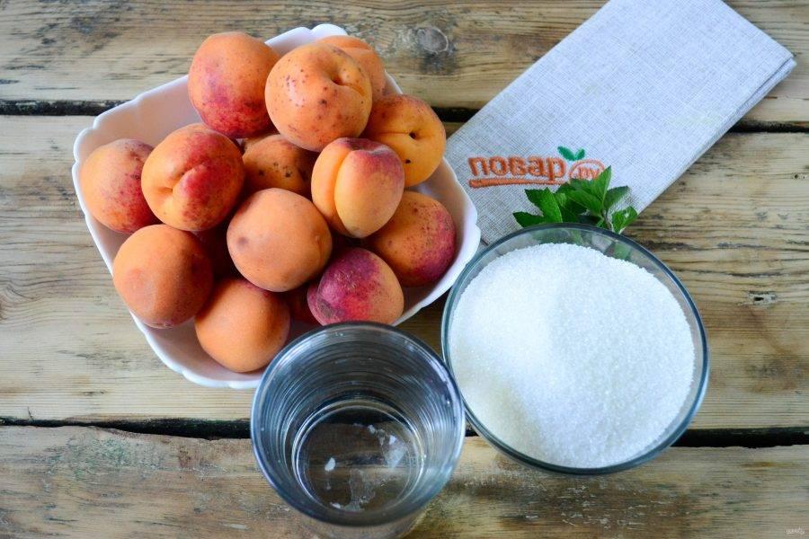 Подготовьте все необходимые ингредиенты. Абрикосы промойте. Лучше использовать недоспелые фрукты, но не переспевшие.
