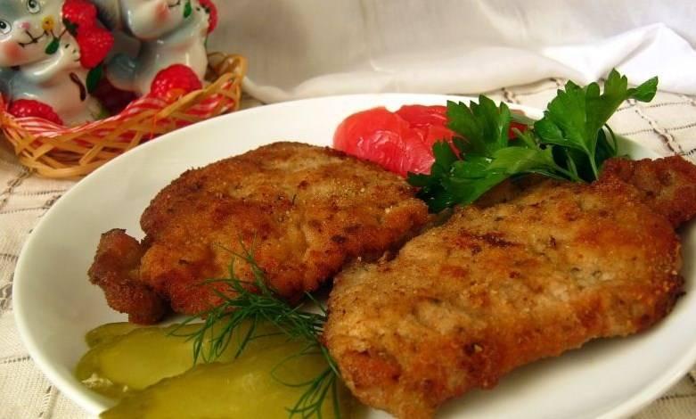 Готовый ромштекс из говядины в духовке подаем со свежими овощами или любым гарниром на ваш вкус. Приятного аппетита!