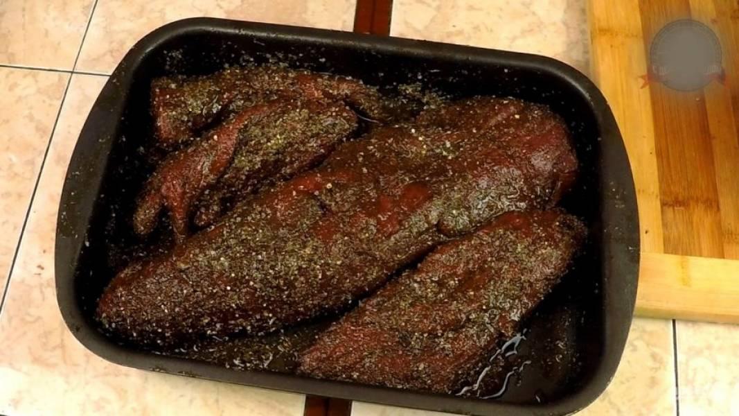 Смесь хорошо втираем руками в куски мяса после 15 минутного её набухания. Оставляем в холодильнике на три дня для просола и маринования.