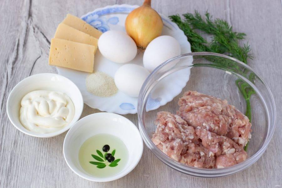 Подготовьте все необходимые ингредиенты, включая соль и перец.