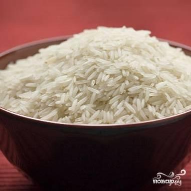 Рис насыпать в миску, очень хорошо промыть.