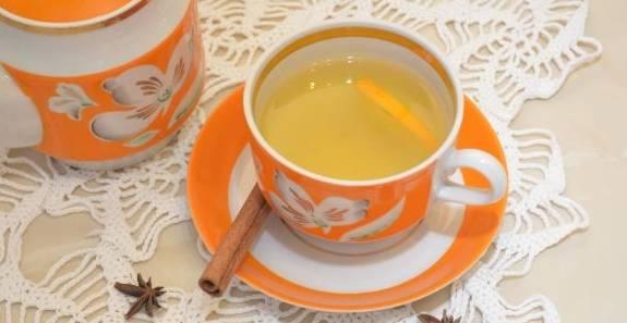5. Через указанный промежуток времени зеленый чай с апельсином готов! Его можно заваривать и без имбиря, но с ним вкус чая получается более насыщенным и гармоничным.