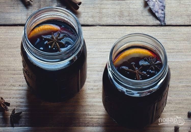 3.Готовый напиток разлейте через сито по стаканам, украсьте дольками цитрусовых или звездочками аниса.