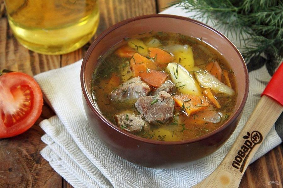 Когда мясо будет готово, отключите огонь и дайте супу настояться несколько минут. Готовый суп разлейте по тарелкам и подавайте к столу. Приятного аппетита!