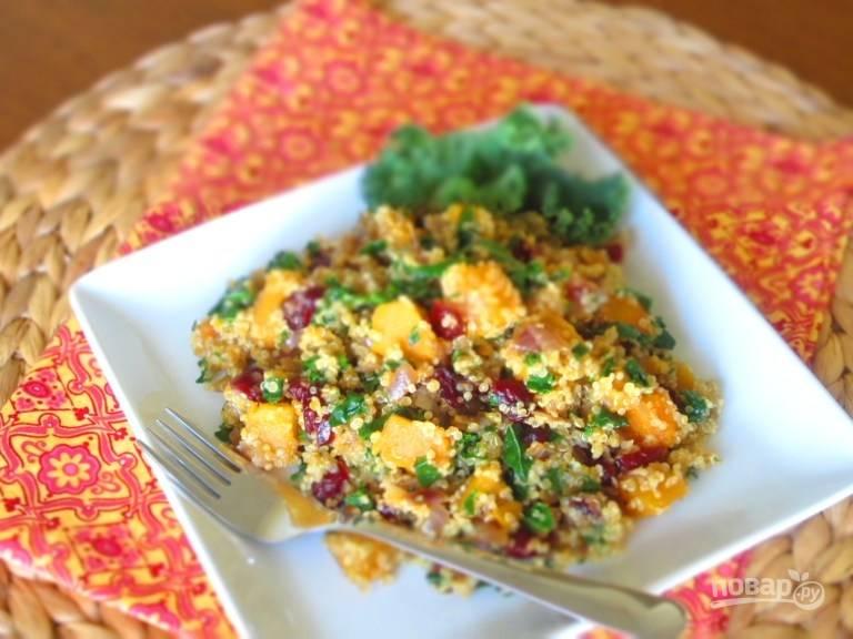 7.Получится около 8 порций вкусного салата, подавайте его тёплым.