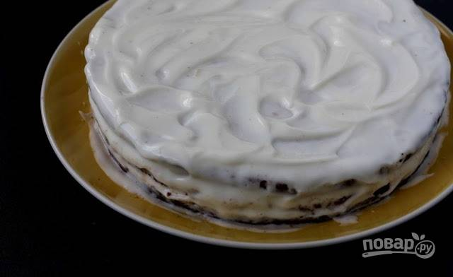 3. Если вы используете достаточно жирную сметану, то крем чудесно подойдет не только для обмазывания торта, но и для кексов, например.