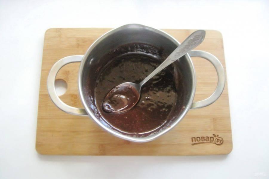 Постоянно перемешивая, доведите смесь до консистенции крема. После охладите.