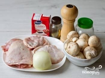 Приготовить продукты, из куриных бедер сварить бульон.