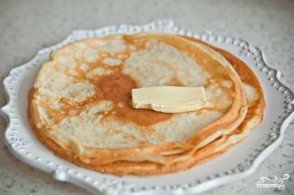 9. При желании готовые блинчики можно смазать сливочным маслом.