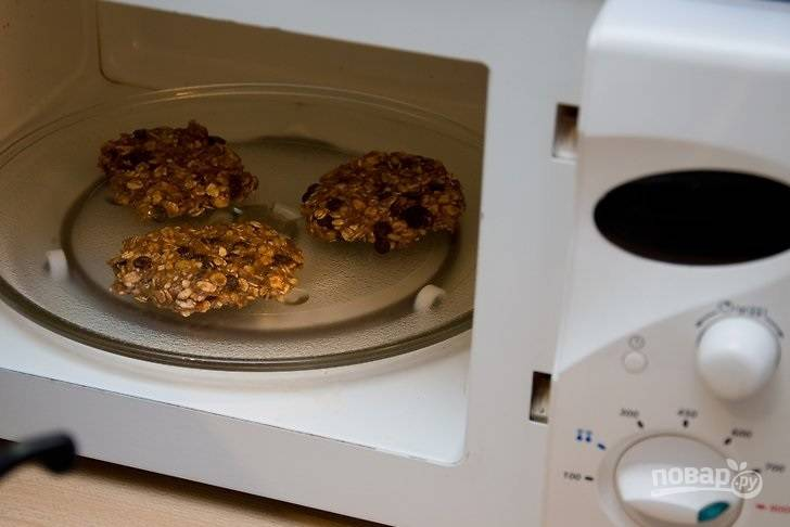 5. И отправьте запекаться при полной мощности на 60 секунд. Все, печенье-минутка в микроволновке готово. Приятного чаепития!