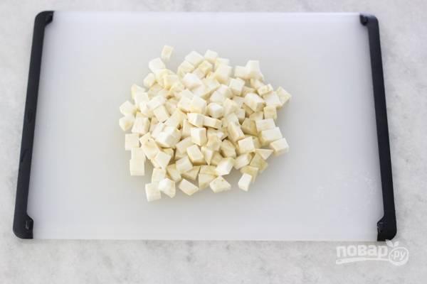 2. Нарежьте небольшими кубиками.
