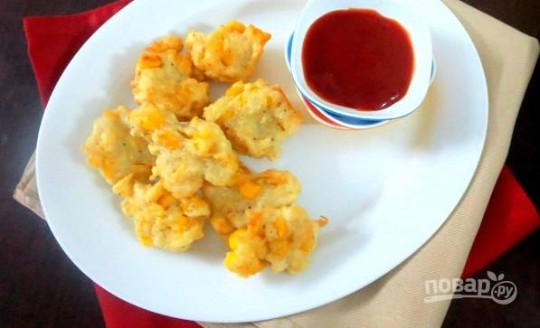 3. Вот такая яркая и аппетитная закуска из кукурузы получилась. Подавайте ее к столу теплой. Тем не менее холодная она тоже достаточно вкусная.
