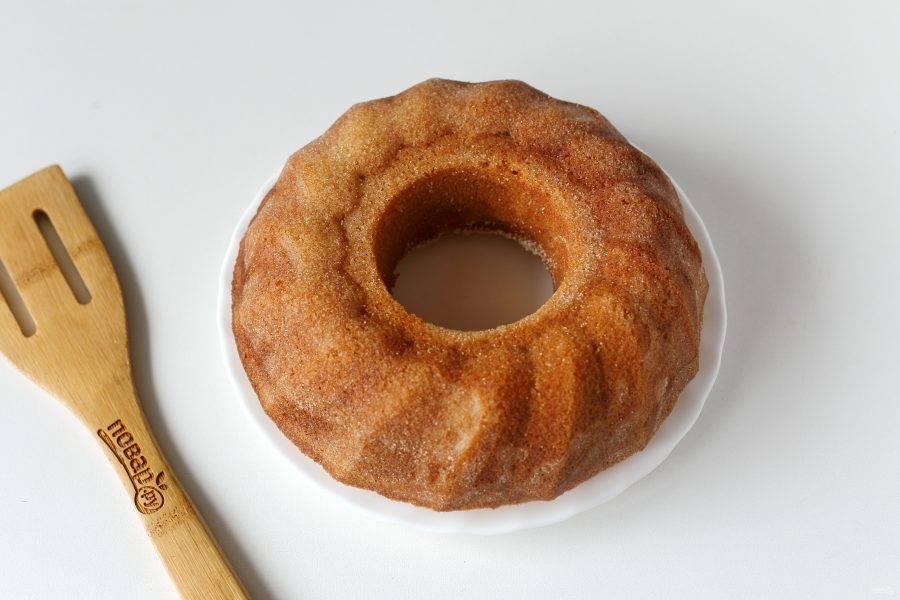 Бабушкин манник на кефире готов. По желанию посыпаем его сахарной пудрой или украшаем любой глазурью.