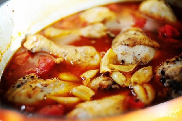 10. Куриные ножки в томатном соусе в духовке в домашних условиях будут томиться около 45-55 минут. Вот такая вкуснятина получится в результате.