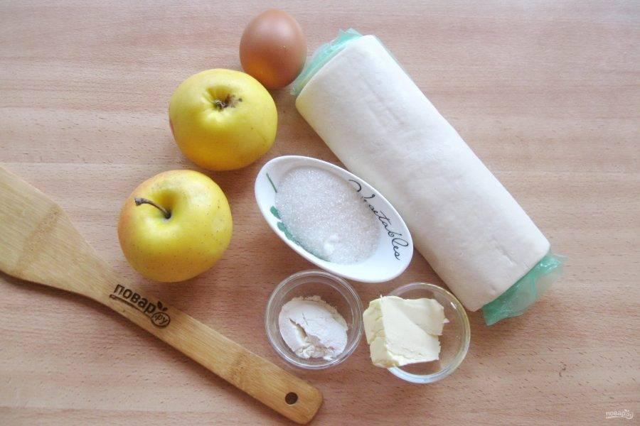 Подготовьте ингредиенты для приготовления шоссонов с яблоками.