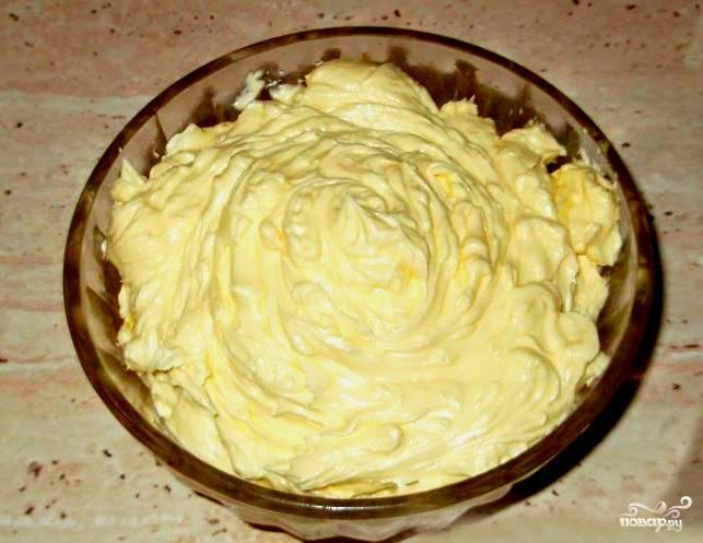 Теперь осталось только поставить крем в холодильник. Так он станет тверже. Можно и сразу намазывать на коржи, либо класть в пирожные. Приятного аппетита!