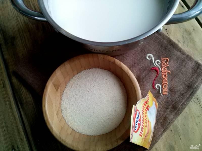 В кастрюлю с толстым дном наливаете молоко, добавляете сахар и соль по вкусу. И не забудьте ванилин! С ним обычная каша превратится во вкусный десерт.