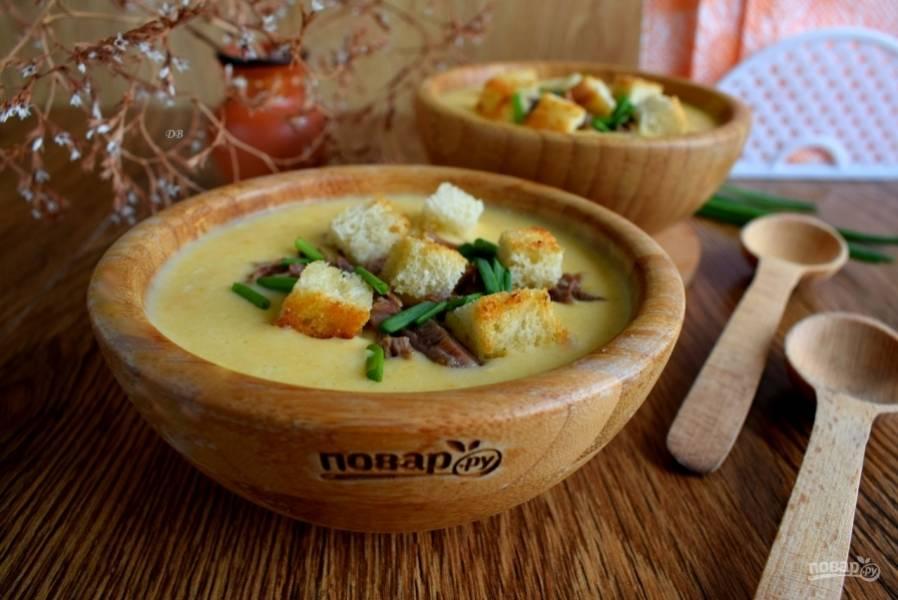 Суп подавайте с мясом, сухариками и зеленью. Приятного аппетита!