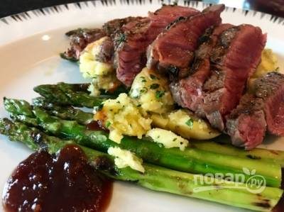 Медиум-рер стейк с овощами