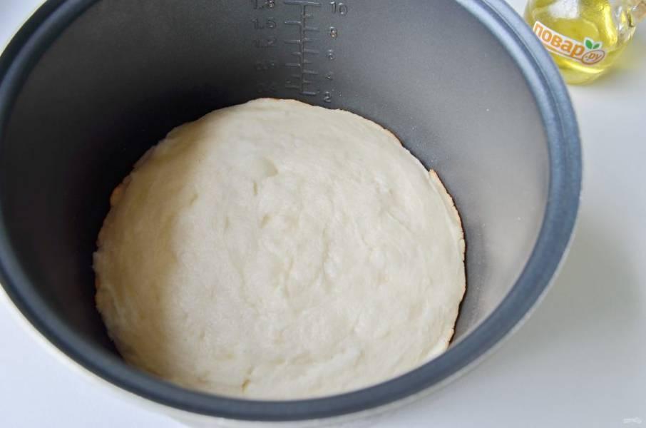 6. Хлебушек рисовый готов. Сверху он белоснежный. Можно зажарить и сверху, а можно просто перевернуть его румяной корочкой.