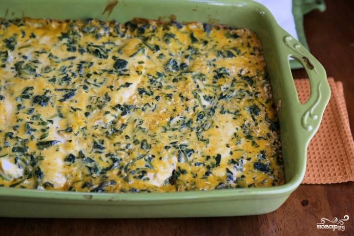 5. Минут через 30-40 рис с курицей в духовке в домашних условиях будет готов. Остудите его немного и подавайте к столу. Приятного аппетита!