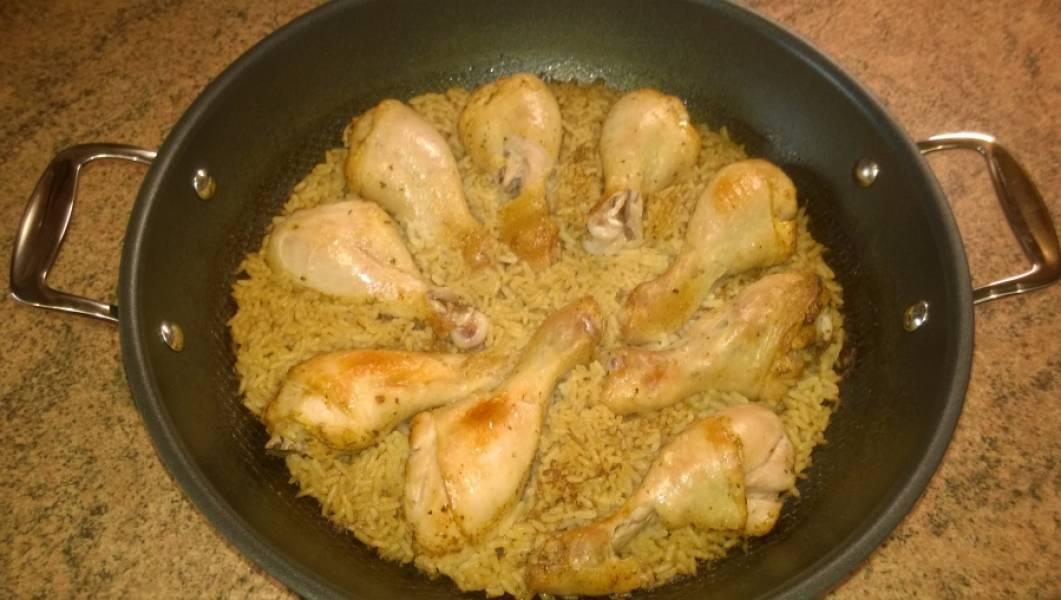 3. Запекайте 40 минут при температуре 200 градусов (пока не испариться вся жидкость). Рис должен получиться рассыпчатым. Все: курица с рисом в пиве готова. Наслаждайтесь!