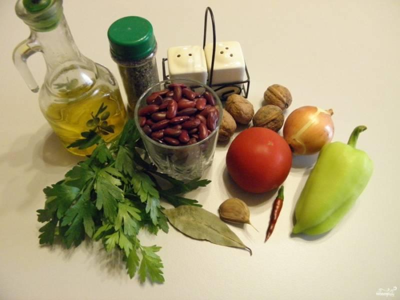 Приготовьте продукты. Хочу обратить внимание на то, что болгарский перец не обязателен, но на мой взгляд с ним гораздо вкуснее.