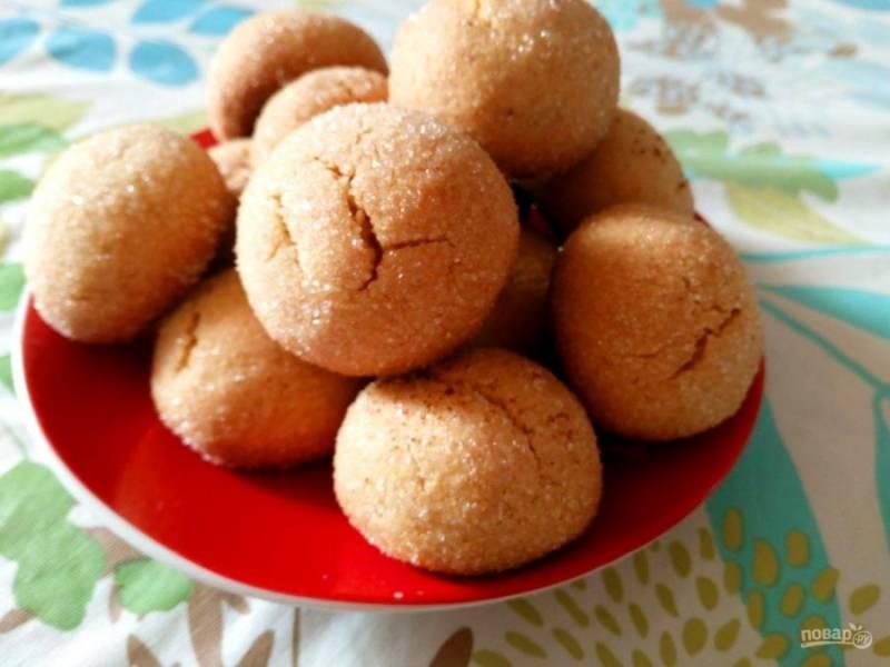 Дайте готовому медово-имбирному печенью полностью остыть и подавайте к любимому напитку.