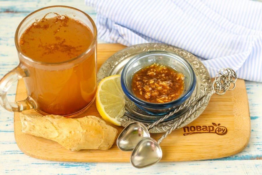 Напиток пейте теплым, он отлично подавляет чувство голода и стимулирует организм, повышает метаболизм и укрепляет иммунитет. Помните, можно пить не более 4 чашек напитка в день, так как мед и корица калорийны!