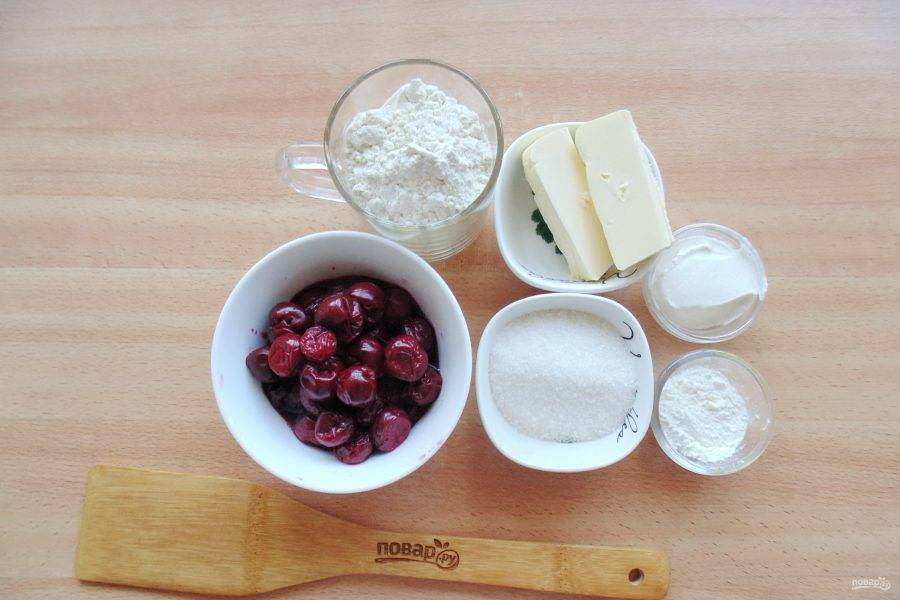 Подготовьте ингредиенты для приготовления коблера с вишней.