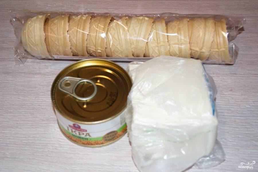 Для приготовления этой закуски нам понадобится  сливочный крем-сыр и сами тарталетки. Дополнением и изюминкой вкуса будет икра. Можно взять икру мойвы или минтая.