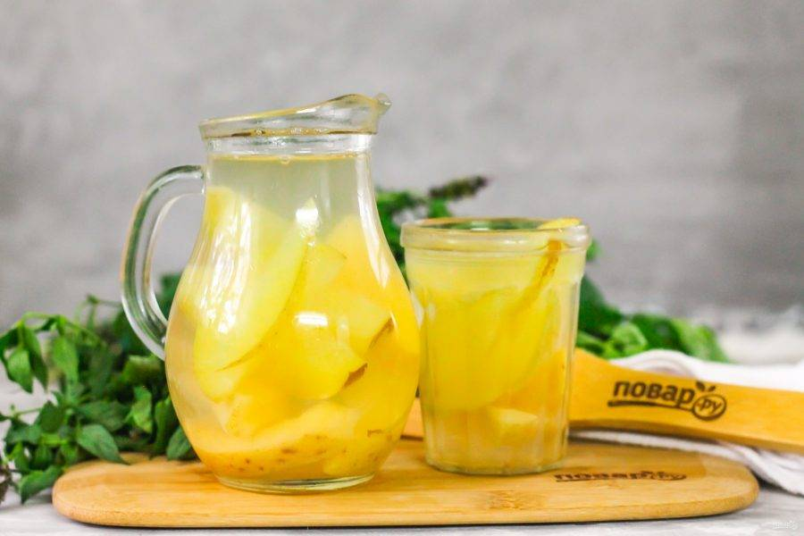 Разлейте в стаканы или чашки, подайте к столу либо горячим, либо охлажденным. Напиток вкусен в любом виде!