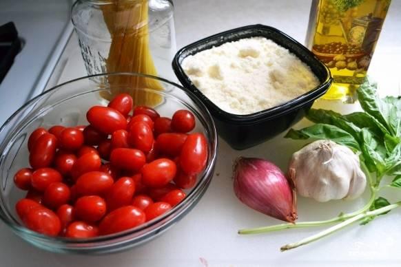 1. Вот такой, весьма стандартный для итальянской кухни, набор ингредиентов нам необходим.