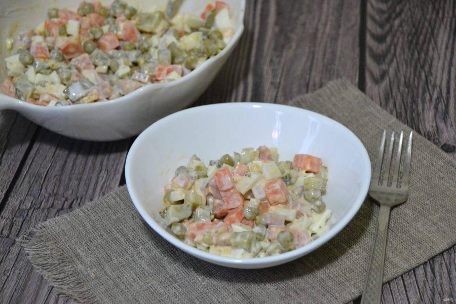 Вкусный и легкий салат готов, он украсит любой стол: и будничный, и праздничный, потому что получился красивый, яркий, легкий для пищеварения.