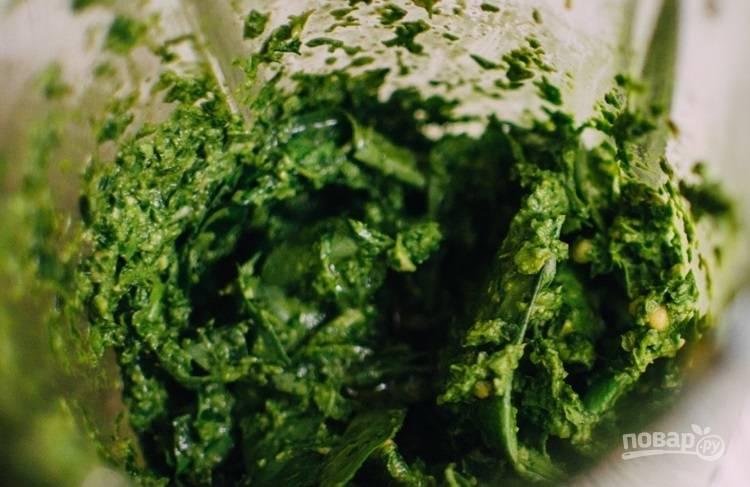 4.Влейте оливковое масло и взбейте еще раз. Должна получиться однородная консистенция.