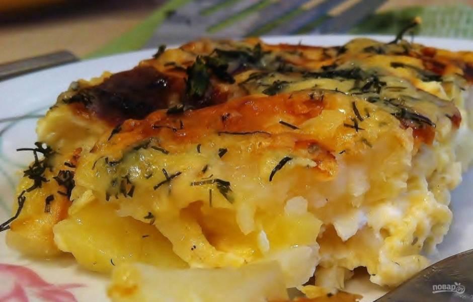 Засыпьте сырной смесью картофель. Оставьте его ещё на 10 минут в духовке, а потом пробуйте. Приятного аппетита!