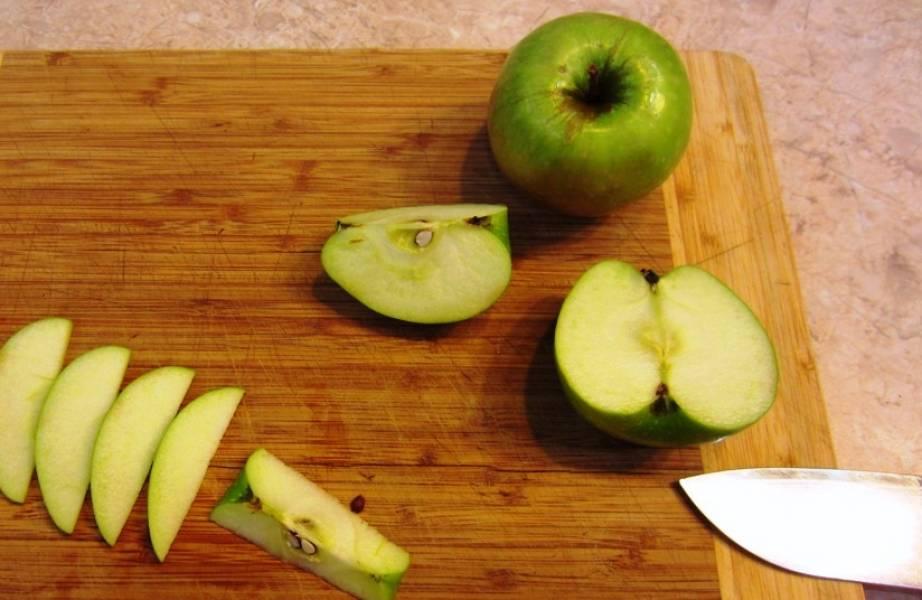 У яблок удалите семена.