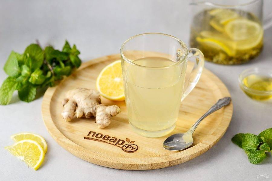 Перед подачей добавьте в кружку мед по вкусу. Приятного чаепития!