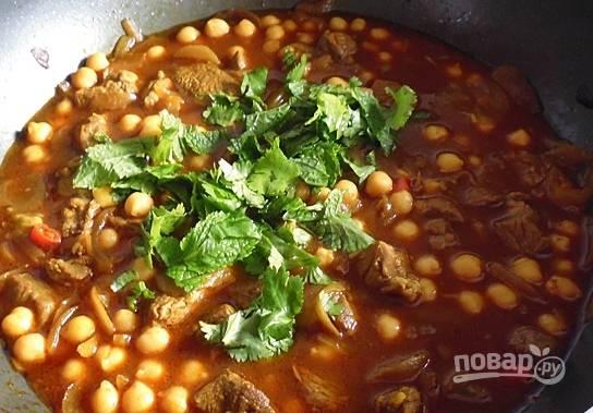 Подавайте блюдо к столу горячим, перед подачей добавив мелко нашинкованную мяту.