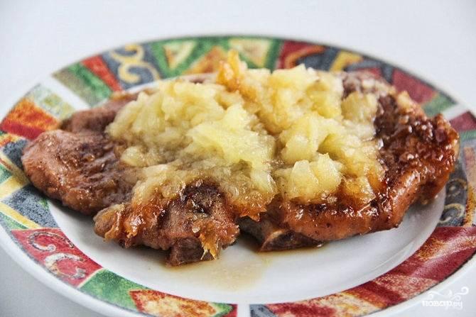 Мясо под ананасами в духовке