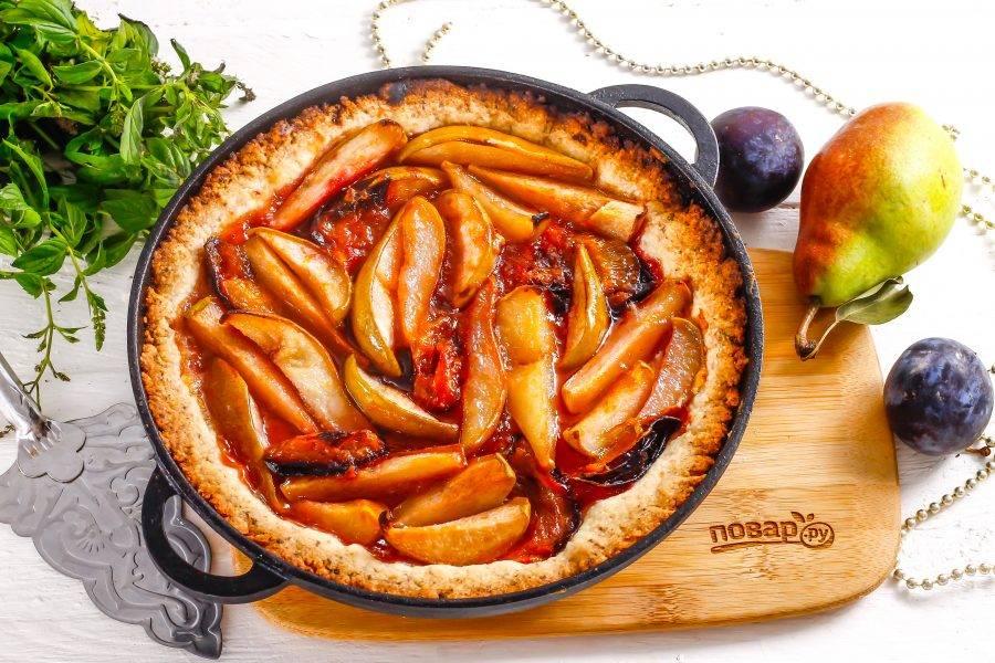Подавайте аппетитный пирог к столу прямо в форме.